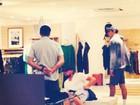 Após jogo, Leonardo DiCaprio vai para Búzios e faz compras em loja