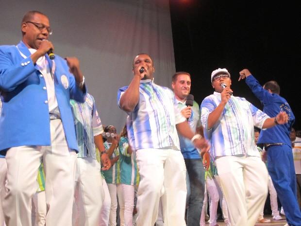 Baby (à esq.), da Unidos dos Morros, dividiu prêmio de melhor intérprete (Foto: Rodrigo Martins/ G1)