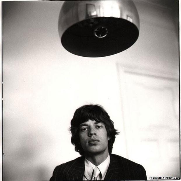 Mick Jagger em Londres, em 1966. O empresário dos Stones, Andrew Loog Oldham, pensou que o ainda jovem Mankowitz, com 17 anos, poderia trazer energia às fotografias promocionais da banda. Ele depois passou a fotografar outros artistas como Jimi Hendrix e Elton John (Foto: Gered Mankowitz)