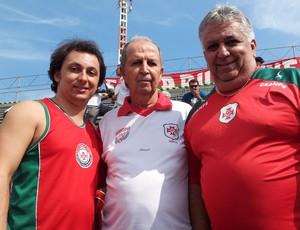 Três gerações de torcedores da Portuguesa (Foto: Anna Gabriela Ribeiro/GloboEsporte.com)