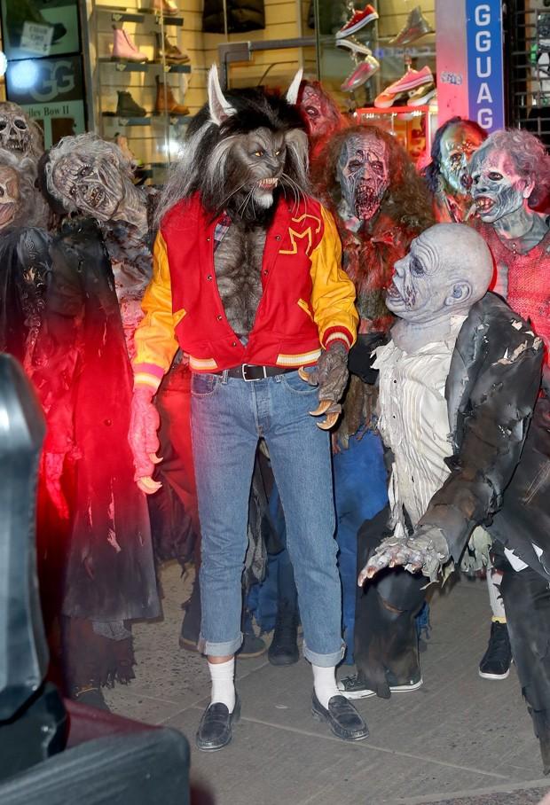 Heidi Klum homenageia Michael Jackson e vai de lobisomem à sua festa de Halloween (Foto: BackGrid)