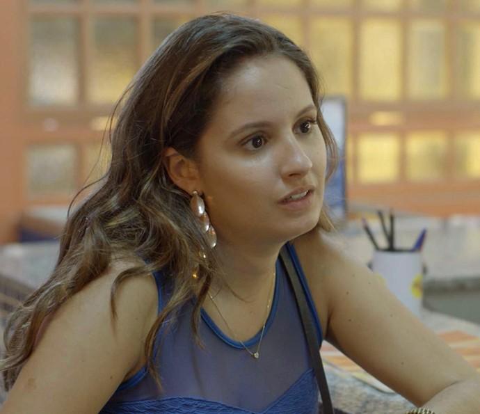 Nanda faz de tudo para tirar essa ideia da cabeça dele (Foto: TV Globo)