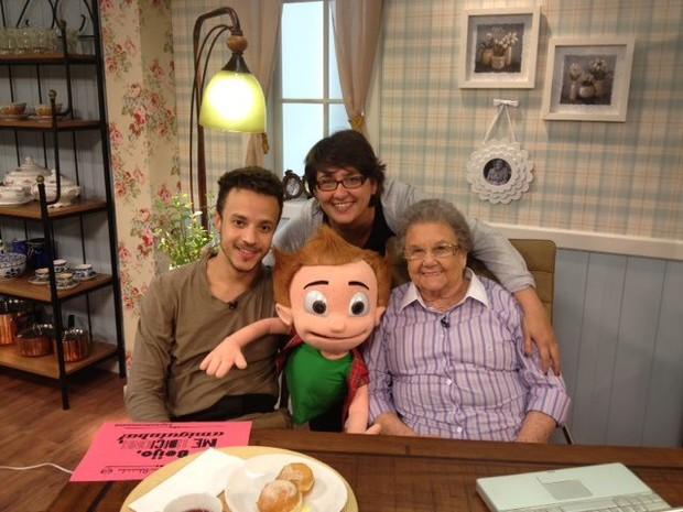 Anderson Clayton, boneco Guinho, Sandra Bucci (filha de Palmirinha) e Palmirinha Onofre (Foto: Reprodução/Facebook)