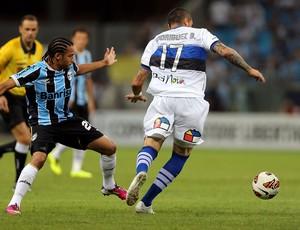 Adriano e Braian Rodríguez Grêmio x Huachipato (Foto: AFP)