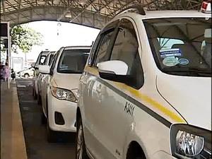 Taxi Uberlândia (Foto: Reprodução/TV Integração)