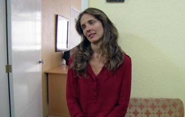 Foto  mostra Manuela Picq depois de sua de sua detenção no Equador; imagem foi divulgada pelo Ministério do Interior do Equador (Foto:  Ministerio del Interior/Divulgação)