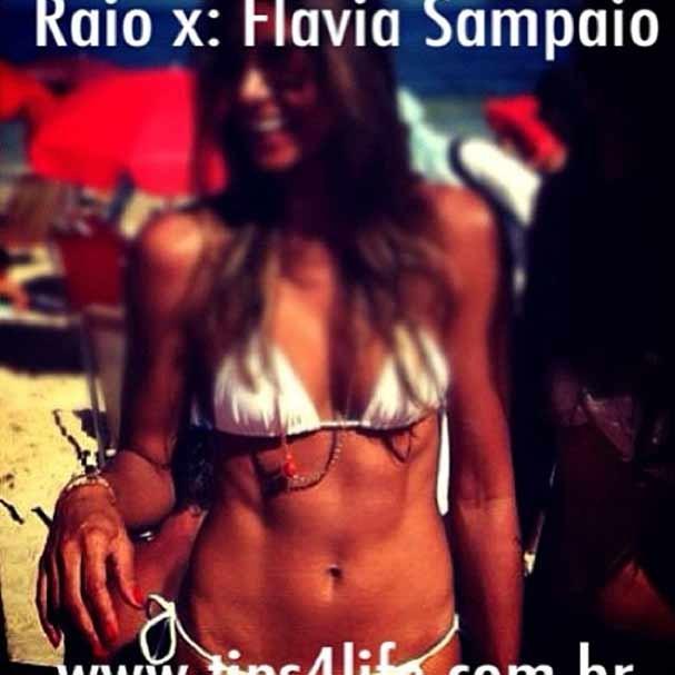 Flávia Sampaio na foto pré-gravidez ainda com a barriga perfeita (Foto: Reprodução/Instagram)