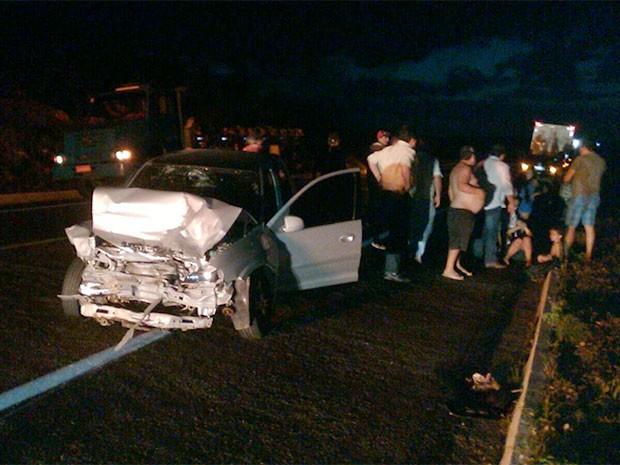 Celta também ficou destruído com colisão frontal no RN (Foto: Divulgação/PRF)