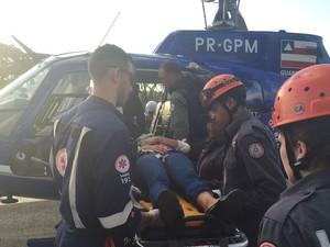 Acidente com carreta na BR-324 na Bahia (Foto: Ubiratan Passos / TV Bahia)