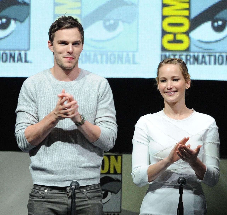 """Embora não estejam mais juntas as estrelas de 'X-Men: Dias de um Futuro Esquecido' (2014), eles não têm nada de mal a dizer do outro. Uma fonte próxima do ex-casal contou ao E! News, """"[O término] foi amigável. Eles ficaram muito tempo separados por causa do trabalho e estava difícil de manter a relação"""". (Foto: Getty Images)"""