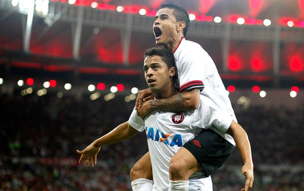 Dellatorre gol Atlético-PR contra o Flamengo (Foto: Agência Estado)