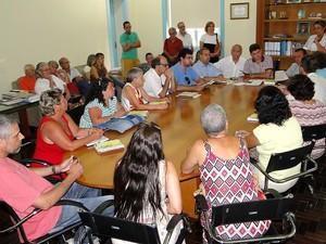 Artesão participaram de reunião nesta segunda (10) (Foto: Jeferson Hermida/Ascom Teresópolis)