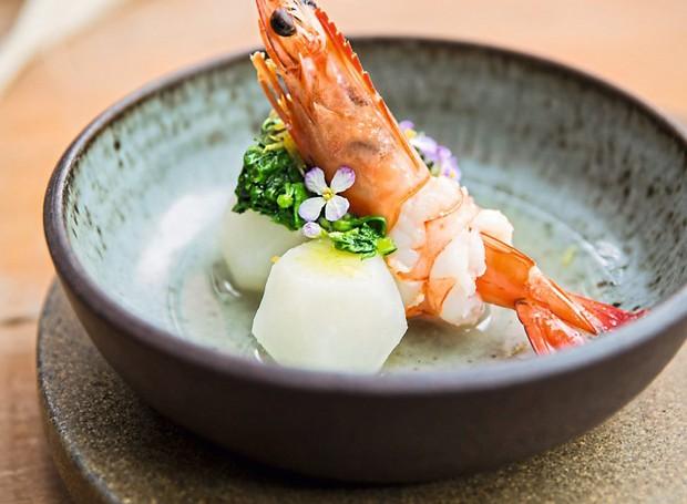 Nabo ao dashi com camarão e yuzu (Foto: Amanda Areias / Editora Globo)