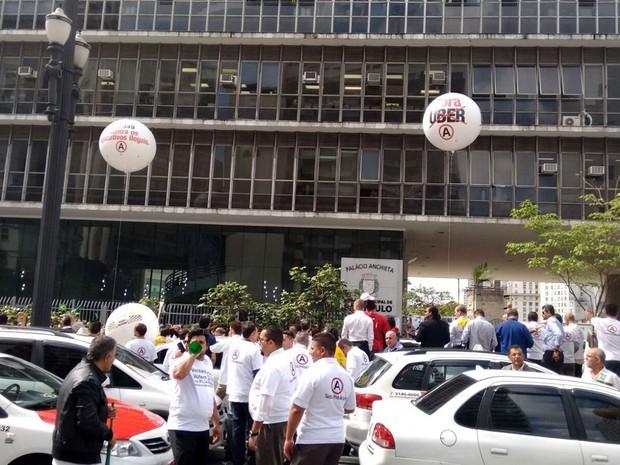 Manifestação de taxistas contra Uber trava ruas do Centro de São Paulo (Foto: Roney Domingos/G1)