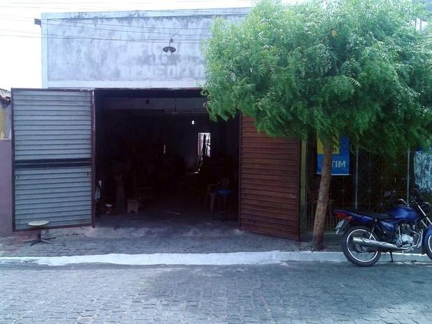Local do crime, uma oficina na cidade de Alexandria  (Foto: Teresa Oliveira/Arquivo Pessoal)