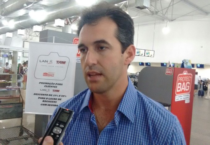 Léo Condé admitiu dúvidas para escalar o time contra o Paraná (Foto: Afonso Diniz)