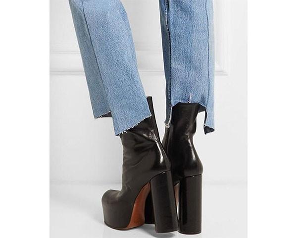 A calça da Vetements pode ser reproduzida com alguns cortes na barra (Foto: Reprodução/Instagram)