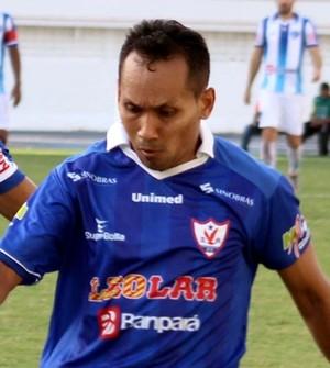 Com passes e gols, Flamel (de azul escuro) é destaque no Águia de Marabá (Foto: Fernando Torres)