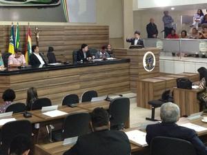 Assinatura da lei aconteceu no plenário da Câmara de Vereadores de Macapá (Foto: Maiara Pires/G1)