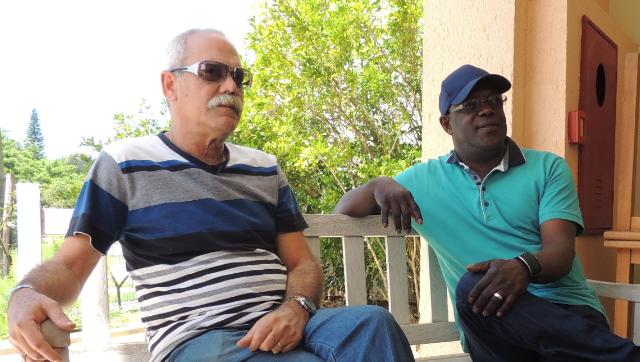 Barbarito Torres e Jesús Aguaje falaram sobre retorno aos palcos em Florianópolis (Foto: Mariana Faraco/G1)