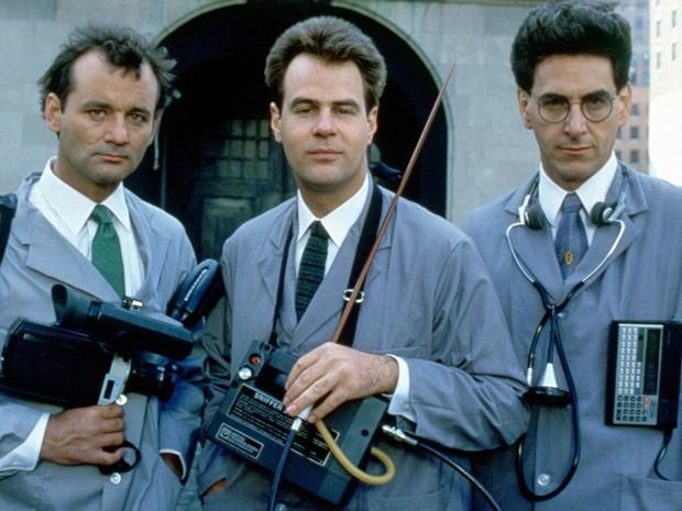 Da esq. para dir., os atores Bill Murray, Dan Aykroyd e Harold Ramis em 'Os caça-fantasmas' (1984) (Foto: Divulgação)