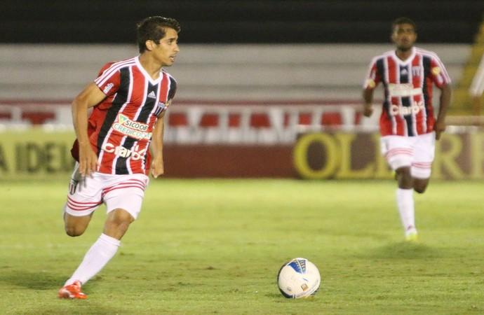 Roniery, lateral-direito do Botafogo-SP (Foto: Rogério Moroti/Ag. Botafogo)