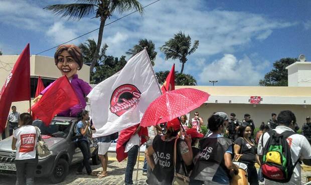 Grevistas pedem retomada das negociações em relação à greve (Foto: Leonardo Melo/G1)