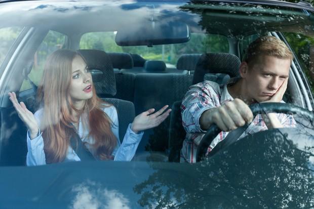 Pesquisa indica principais motivos de brigas de casais ao volante (Foto: Getty Images / iStockphoto)