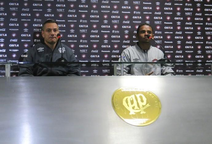Doriva e Deivid, do Atlético-PR, dão entrevista (Foto: Fernando Freire)