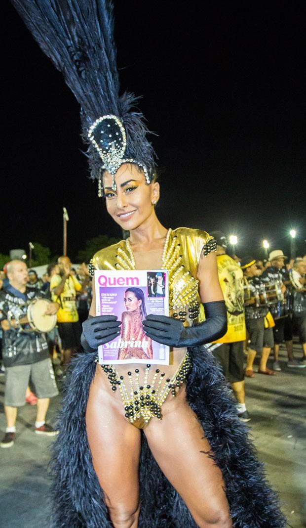 256db08b7b7ce A apresentadora mostra sua capa de QUEM (Foto  Eduardo Saraiva   Editora  Globo)
