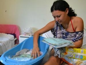 Estudante de 17 anos que deu à luz durante prova do Enem recebe ajuda em Sidrolândia MS (Foto: Fernando da Mata/G1 MS)