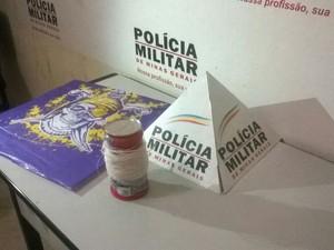 Linha com cerol e a pipa foram levados para a delegacia de Valadares (Foto: Diego Souza/G1)