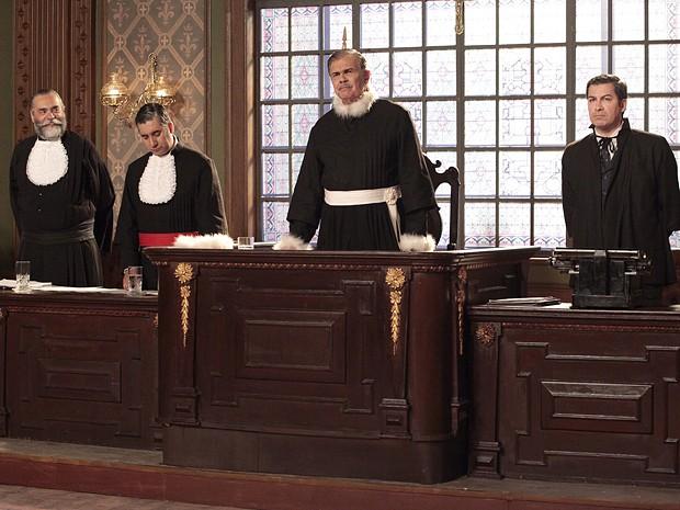 Juiz da o veredito (Foto: Gabriela/TV Globo)