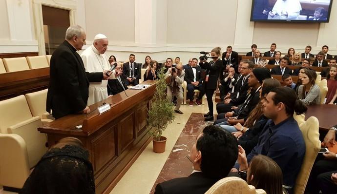 Encontro com o Papa Francisco - Ronaldinho e Maradona (Foto: Reprodução / Twitter)
