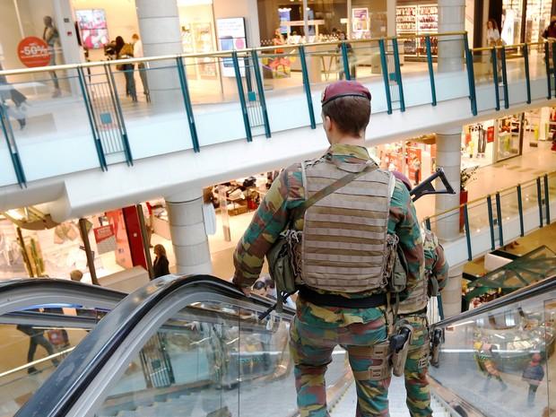 FILE PHOTO - Belgian soldiers patrol the shopping center City2 in central Brussels, Belgium June 15, 2016 (Foto: Francois Lenoir/Reuters)