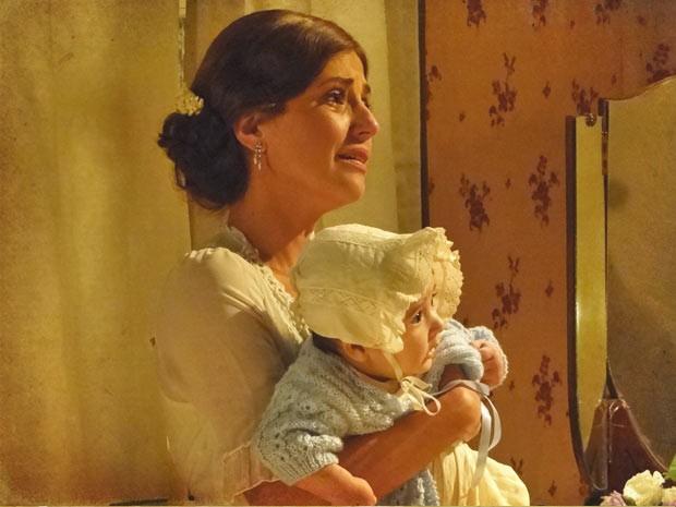 Será que o marido vai perdoá-la?  (Foto: Lado a Lado / TV Globo)