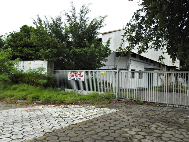Abandono é realidade de instalações de algumas fábricas no PIM  (Foto: Adneison Severiano/G1 AM)