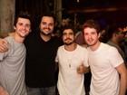 Maurício Destri, Caio Castro e Gil Coelho curtem show de MC Marcinho