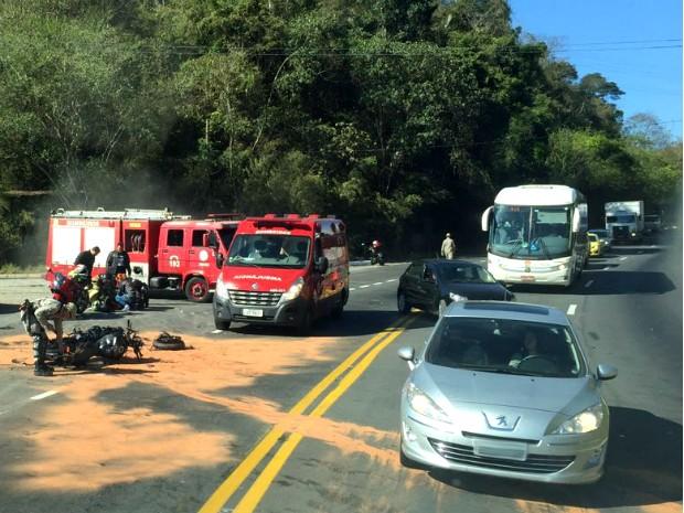 Batida entre moto e carro aconteceu na Rodovia dos Metalúrgicos, na Vila Rica de Três Poços (Foto: Arquivo Pessoal)