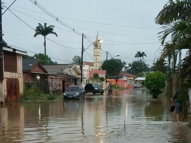 Ruas e casas ficaram alagadas durante a chuva em Brasiléia (Foto: Divulgação/Corpo de Bombeiro do Acre)