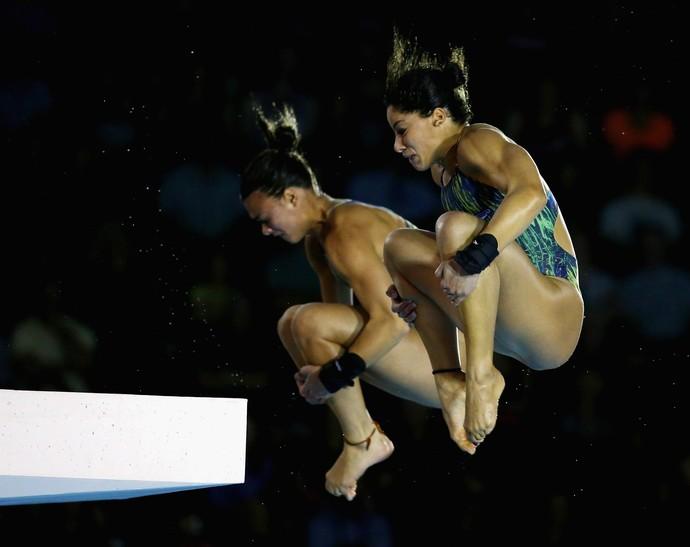 Ingrid e Giovana ficaram com a prata na plataforma de 10m (Foto: Al Bello/Getty Images)