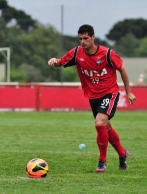 Fran Mérida, meio-campo do Atlético-PR, no CT do Caju (Foto: Site oficial do Atlético-PR/Divulgação)