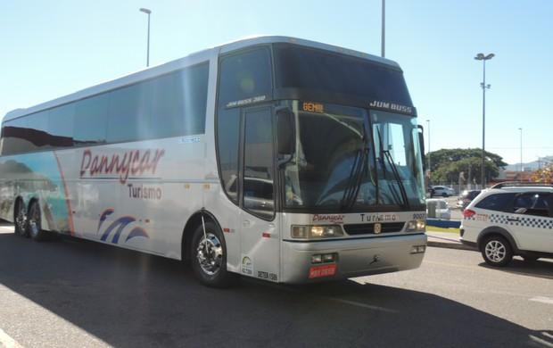 ônibus, avaí, delegação, desembarque, aeroporto (Foto: Renan Koerich)
