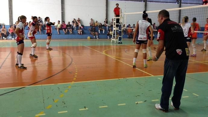 Time feminino sub-21 de vôlei de Presidente Prudente Marcelo Lorençoni (Foto: João Paulo Tilio / GloboEsporte.com)