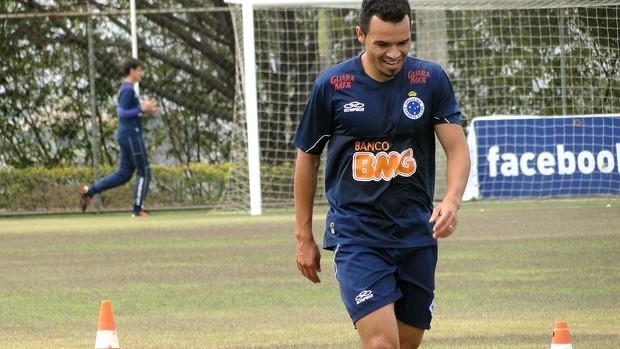 Lateral direito Ceará, treino do Cruzeiro (Foto: Tarcísio Badaró / Globoesporte.com)