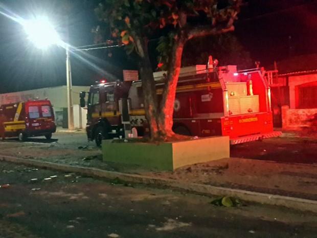 Corpo de Bombeiros combateram princípio de incêndio no Fórum (Foto: Orleans Júnior / Divulgação)