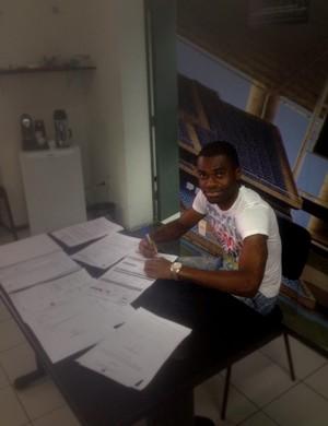 Serginho Botafogo contrato (Foto: Marcelo Baltar)