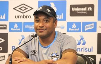 Roger mantém mistério e não confirma time e esquema do Grêmio