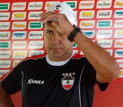 Zé Teodoro - Técnico do River-PI (Foto: Emanuele Madeira/GloboEsporte.com)