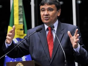 O senador Wellington Dias (PT-PI) discursa no plenário do Senado (Foto: Geraldo Magela / Agência Senado)